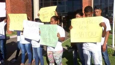 Famílias protestam contra policiais que mataram quatro pessoas em fazenda de Dianópolis - Famílias protestam contra policiais que mataram quatro pessoas em fazenda de Dianópolis