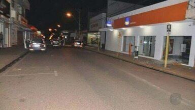 Três agências bancárias são alvos de quadrilha em Guaíra, SP - Ao menos 13 homens armados tentaram furtar os bancos, mas fugiram sem levar nada.