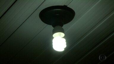 Técnicos dão dicas para economizar energia - Conta de luz está com tarifa extra neste mês de agosto