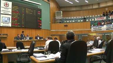 Câmara de Londrina retomam os trabalhos discutindo comportamento dos vereadores - A primeira sessão depois do recesso, na terça-feira à tarde, foi marcada pela retirada de projetos de pauta para discutir os processos na Comissão de Ética contra os vereadores Filipe Barros e Boca Aberta.