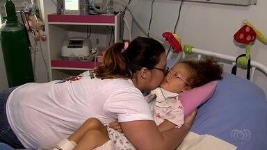 Em dificuldades financeiras, mãe pede ajuda para cuidar de filha doente em Goiânia - Imóvel precisa de reforma para que a crianças possa viver bem no local.