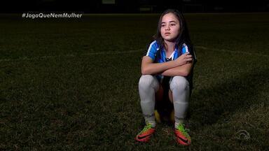 Escolinha de futebol do Grêmio é o pontapé inicial para jovem de 12 anos - Giulia é meia-atacante e tem o sonho de se tornar jogadora profissional de futebol pelo Tricolor.