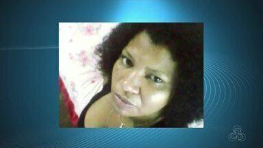 Em Macapá, mulher é morta a tiros na frente da própria casa - Dois homens em uma moto teriam disparado contra a vítima e um homem de 45 anos. Crime ocorreu por volta de 22h30 de terça-feira (1º), no bairro Novo Horizonte.