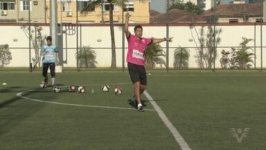 Ex-goleiro Robson Agondi faz clínica no Brasil Futebol Clube - Atleta defendeu grandes clubes brasileiros.