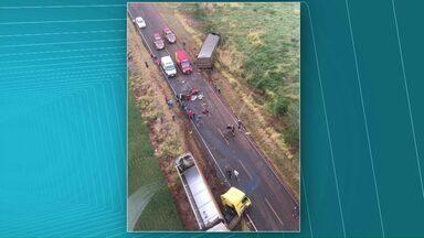 Um pessoa morre em acidente na PR-180 - Outra pessoa ficou ferida em estado grave.