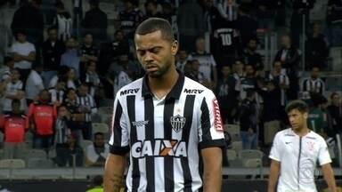 Atlético-MG muda de estádio, mas não consegue voltar a vencer como mandante - Equipe perdeu para o líder Corinthians, no Mineirão