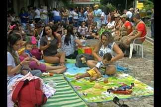 """No mês do alaitamento materno, mães se juntam para fazer """"mamaço"""" em Belém - Evento foi neste domingo (6), na praça do Horto municipal."""