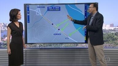 Obras na Avenida Brasil mudam o trânsito da via - Começaram no sábado (5) mudanças no trânsito na Avenida Brasil. Obras estão chegando perto da Washington Luís. Edmilson Ávila dá as dicas de trânsito.
