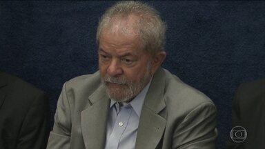 Investigação contra Lula em caso ligado ao mensalão é reaberta - Caso diz respeito a um repasse de US$7 milhões da Portugal Telecom ao PT para quitar dívidas de campanha.