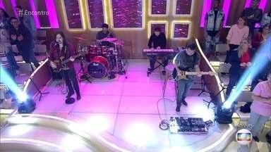 Banda PopStar canta 'If You Wanna Rock' - Eles se apresentam no 'Encontro' com composição própria