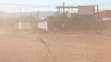 Empresários reclamam da poeira em quadra industrial na região sul de Palmas - Empresários reclamam da poeira em quadra industrial na região sul de Palmas
