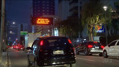 Maioria dos painéis digitais de Curitiba não funciona - Motoristas reclamam do gasto do dinheiro público e falta da manutenção dos painéis.