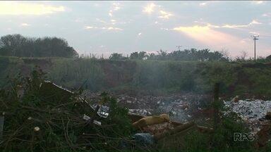 Prefeitura promete resolver a situação do buracão do Caic em Paranavaí - Moradores e estudantes reclamam da situação do buracão do Caic.