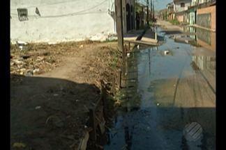 Moradores da Rua Sol Nacente em Ananindeua reclamam que a rua viva alagada - Equipes da secretaria municipal de saneamento farão uma visita técnica no local