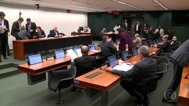 Comissão da reforma política aprova a criação de fundo bilionário para financiar campanhas - Também foi aprovado um novo modelo para as eleições de deputados federais, estaduais e vereadores: o distritão.