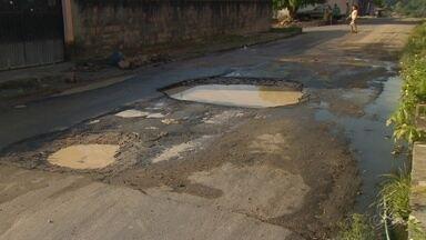 Moradores do Campo Dourado, em Manaus, criticam ruas esburacadas - Em alguns pontos, ônibus deixaram de circular, segundo relatos