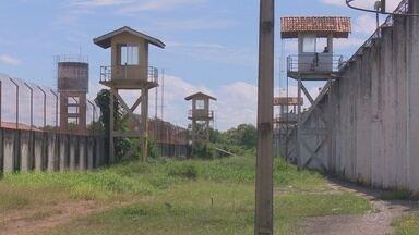 No Amapá, oito detentos fogem de presídio por túnel cavado em banheiro - Fuga ocorreu na noite de quarta-feira (9), na Zona Oeste de Macapá. Policiais do 6º Batalhão da PM fizeram buscas na região.