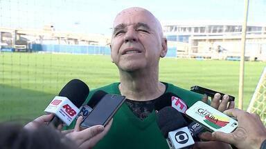 """Valdir Espinosa é demitido pelo Grêmio e critica direção: """"Decepção total"""" - Coordenador técnico foi comunicado de saída antes do treino desta quinta-feira e citou desavenças com a diretoria como motivo para a saída."""