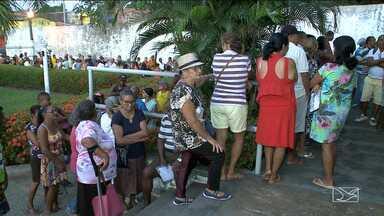 Pacientes fazem fila para conseguir consultas e exames em São Luís - Centenas de pessoas precisam dormir na fila para conseguir uma senha para marcar consultas ou exames na rede pública de saúde da capital.