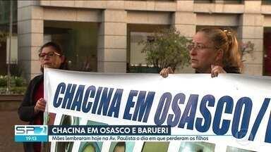 Mães lembram os dois anos da maior chacina do estado de São Paulo - Três policiais militares e um guarda civil respondem por 17 mortes. Na Avenida Paulista, mães lembraram a noite violenta em que perderam os filhos em Osasco e Barueri.