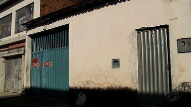 Proprietário de fábrica clandestina de produtos de limpeza é preso em flagrante, em Maceió - Ele produzia agua sanitária de forma clandestina para vender como se fosse original.