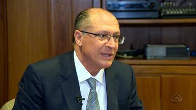 Governador de São Paulo, Geraldo Alckmin, está em Porto Alegre - Assista ao vídeo.