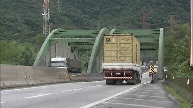 Via Anchieta completa 70 anos - Diz a lenda que a estrada foi construída seguindo o mesmo caminho que o Padre Anchieta fazia para subir a serra nos tempos do Brasil-Colônia.