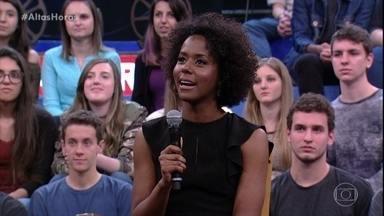 Maju fala sobre o carinho que recebe do público - Ela assiste a um vídeo enviado por fã