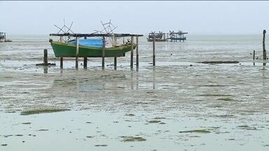 Maré seca atinge litoral de São Paulo até o Rio Grande do Sul - Com vento forte constante, mar recua e embarcações encalham. Em Itajaí, o prejuízo acumulado é de cerca de R$ 700 mil.