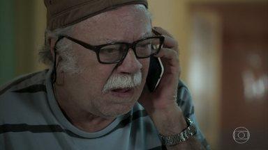 Abel descobre que Zeca foi preso - Erica liga para o pai do caminhoneiro