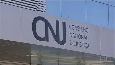 Dezoito magistrados de MT recebem mais de R$ 300 mil em um único mês - O Conselho Nacional de Justiça suspendeu o pagamento de diferenças salariais antigas a juízes do estado até que os fatos sejam esclarecidos.