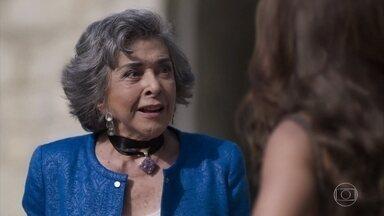 Elvira diz a Bibi que ficou interessada por Sabiá - Garcia explica como Heleninha pode se comunicar com Yuri