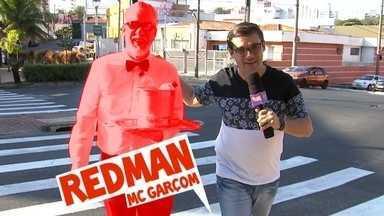 Mc Garçom - Para tentar driblar a crise, o Redman começou a vender água no semáforo e criou um funk para expressar seu protesto. Conheça o MC Garçom: