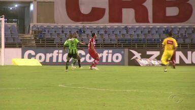 CRB vai saber nesta sexta qual a punição para Zé Carlos após briga com o atacante Bill - Confusão aconteceu em jogo contra o América Mineiro em Maceió.