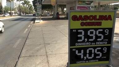 Preço da gasolina no DF sobe mais uma vez - Em alguns postos, o combustível está custando mais de R$ 4.