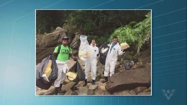 Armadora remove 26 m³ de material das praias de Santos após queda de contêineres - Trabalhos de limpeza e de investigação continuam sendo realizados.