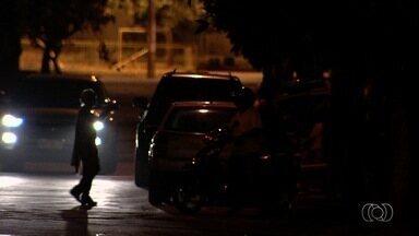 Homem é morto a tiros no Jardim Europa, em Goiânia - Ele foi baleado por três homens armados e não resistiu.