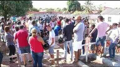 Pedreiro encontrado morto em Anápolis é enterrado em Araguaína - Pedreiro encontrado morto em Anápolis é enterrado em Araguaína