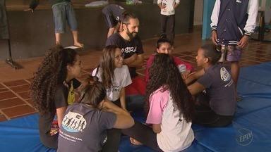 ONG de Cravinhos, SP, ajuda a escrever novas histórias para crianças - Projeto recebe apoio do Criança Esperança