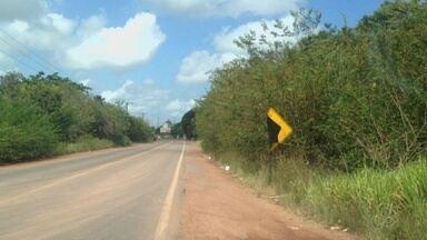 Vândalos arrancam e danificam placas de trânsito em rodovia do Amapá - Sinalização da estrada que liga Duca Serra a BR-210, foi retirada. Detran pede que a população denuncie.