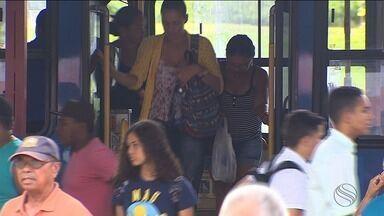 Passageiros reclamam no primeiro dia de passagem de ônibus a R$ 3,50 - Passageiros reclamam no primeiro dia de passagem de ônibus a R$ 3,50.