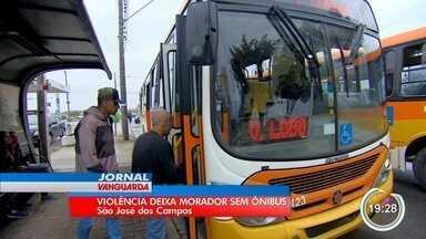 Linhas de ônibus foram reduzidas após duas mortes em troca de tiros em São José - Segundo prefeitura, itinerários foram retomados às 15h. Não haverá linhas na madrugada.