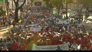 JPB2JP: Centenas de casais participam da Caminhada da Família - Da avenida Epitácio Pessoa ao Busto de Tamandaré.