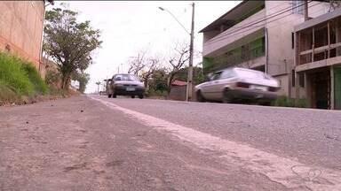 Moradores reclamam de alta velocidade de motoristas na rodovia Pedro Cola, em Castelo - Segundo eles, desrespeito de motoristas há fez vítimas.