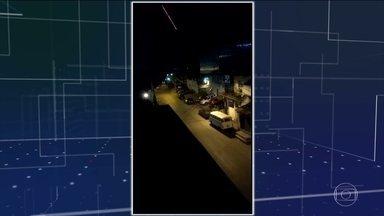 Jacarezinho, no Rio, tem nove dias seguidos de tiroteios com seis mortos - Vídeo mostra ferido sendo socorrido por moradores em carrinho de mão. Tiroteios começaram quando um policial foi morto durante uma operação.