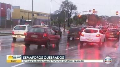 Semáforos sem manutenção continuam prejudicando o trânsito na capital - Os contratos para manutenção já foram assinados, mas ainda existem vários semáforos com problemas, como na Avenida Inajar de Souza, na Zona Norte. Entenda como vão funcionar os reparos em toda a cidade.