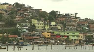 Defesa Civil diz que moradores de comunidades em Niterói estão em área de risco - Eles moram em comunidades em Jurujuba e terão que sair de casa. Até agora, os moradores não receberam orientação da Prefeitura.