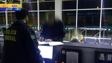 Ex-presidiário de Guantánamo e outro estrangeiro são impedidos de entrar no Brasil pelo RS - Polícia Federal não autorizou a entrada na cidade de Santana do Livramento pela falta de documentação necessária. Sírio e palestino saíram do Uruguai.