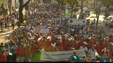 Famílias participam de caminhada em João Pessoa - Evento encerrou a Semana da Família promovida pela Igreja Católica.
