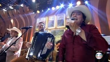Trio Parada Dura canta 'Aceita que Dói Menos' - Clipe do trio ao lado de Marília Mendonça já tem mais de 13 milhões de visualizações